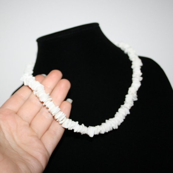 Beautiful white shell necklace adjustable